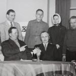 1955-56  Hienoja höyheniä